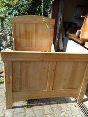 Antikes Holzbett