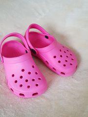 Sandalen von Crocs