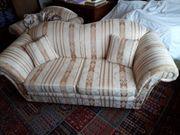 Neuwertiges Zweisitzer Sofa