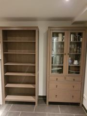 Bücherregal und Vitrinenschrank IKEA