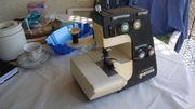 Eine 2 Nadel Overlock Tischmaschine