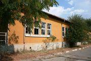 Ein Schulgebäude zum Verkauf im