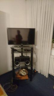 TV von Samsung und Grundig-Anlage