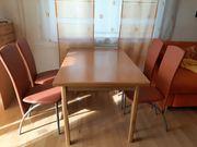 Tisch und 6 Stühlen