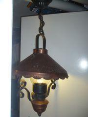 Schmiedeisengeformte Lampe mit Kupferdach