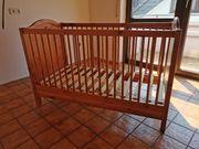 Bett und Hochstuhl für Baby