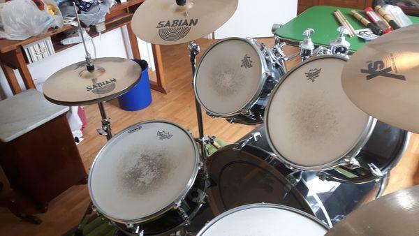 Schlagzeug komplett und völlig intakt