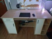 Schreibtisch aus Holz