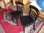 schwarze Thonet-Stühle