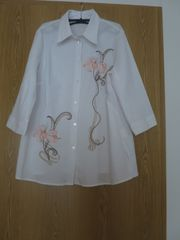 langärmelige weiße Bluse