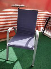 Balkonstühle und Tisch