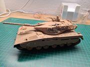 Diverse Panzermodell im Maßstab 1