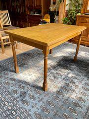 Esszimmer Tisch mit Stühlen