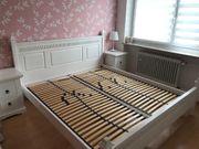 Großes Schlafzimmer piniemassiv weiß