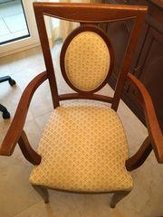 Stühle in Nussbaum