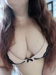 Süße curvy Studentin verkauft sexy