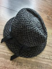 Hut Mütze grau-silber-schwarz Schleife gemustert