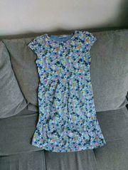 Mädchenkleider in Größe 128 für