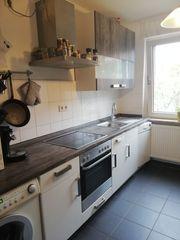 Moderne Küche Hochglanzweiß mit Elektrogeräten