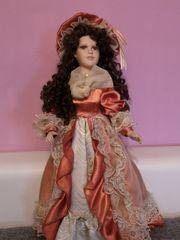 Puppe mit langem Kleid