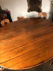 runder Holztisch aus Fassdauben