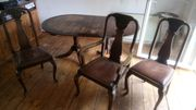 Antiker Tisch und 3 Stühle