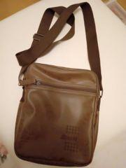 Verkaufe Umhangtasche aus Leder Neu