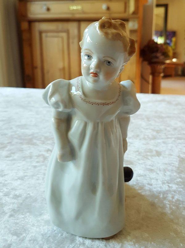 Meissen Figur Mädchen mit Puppe