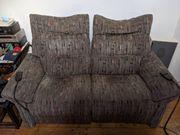 Altes Sofa mit elektronischen Sitzen