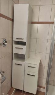 Badezimmerschränke auf Füßen in weiß