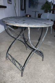 Gartentisch aus Eisen