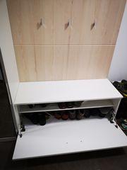 Moderne Garderobe mit viel Stauraum