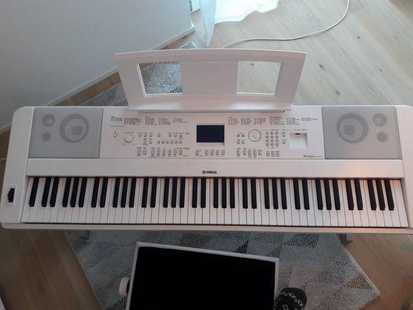 Digitalpiano Yamaha DGX-660WH Bundle