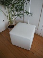 Sitzwürfel - weißer Hocker aus Kunstleder