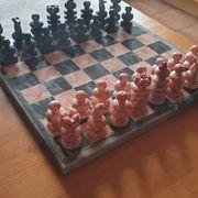Schachbrett aus Onyx Steinen