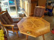 Holztisch mit Einlegearbeiten und 2