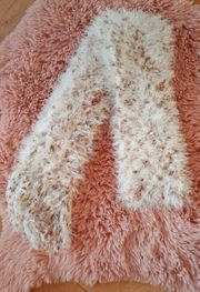Flauschiger selbstgestrickter Schal braun weiß