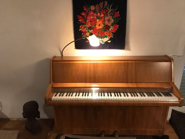 Schönes Klavier Marke Schimmel