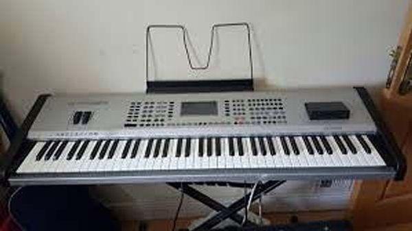 Ketron SD1 Spitzen-Keyboard Piano Vocalist