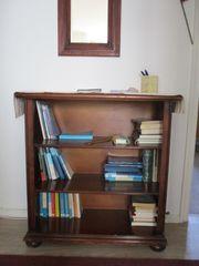 kleines Bücherregal