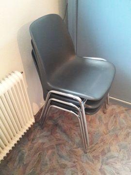 Bürotisch und Stapelstühle: Kleinanzeigen aus Klaus - Rubrik Büromöbel