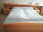 Doppelbett m Nachtkästchen buche Massiv