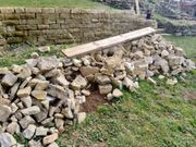 Bruchsteine sowie Kieselsteine kostenlos an