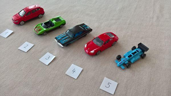 Diverse Modellautos Spielzeugautos