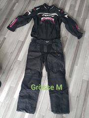 Motorradbekleidung Helm Stiefel Handschuhe Regenbekleidung