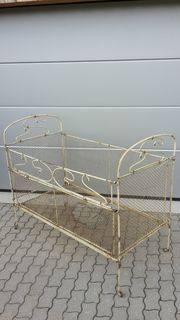 Antikes Gitterbett