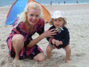 Liebevolle Nanny betreut Ihre Kinder