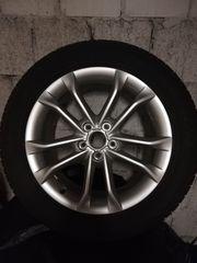 Audi Aluminium-Gussräder im 5-Doppelspeicher-Design mit