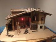 Schöne Weihnachtskrippe Bauernhaus