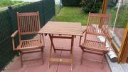 Balkonset mit Tisch und zwei